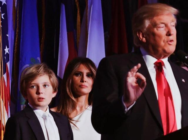 Từ cậu bé đầu tiên chuyển đến sống ở Nhà Trắng, trong 4 năm nhiệm kỳ của bố, Barron Trump đã thu hút sự chú ý của thế giới như thế nào? - Ảnh 3.