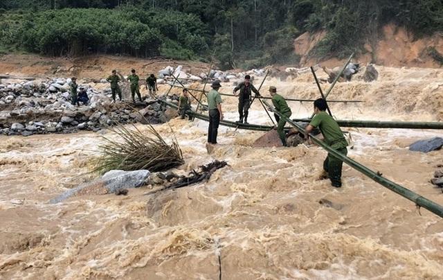 Tiếp tục tìm kiếm 17 người mất tích ở Trà Leng, Phước Lộc - Ảnh 2.
