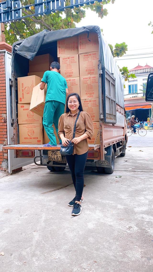 """Người vợ giấu chồng ủng hộ 1,5 tỷ giúp đỡ bà con miền Trung: """"Mình phá sổ tiết kiệm đi mua đồ đạc trong 1 ngày, chuẩn bị rồi đi luôn"""" - Ảnh 4."""
