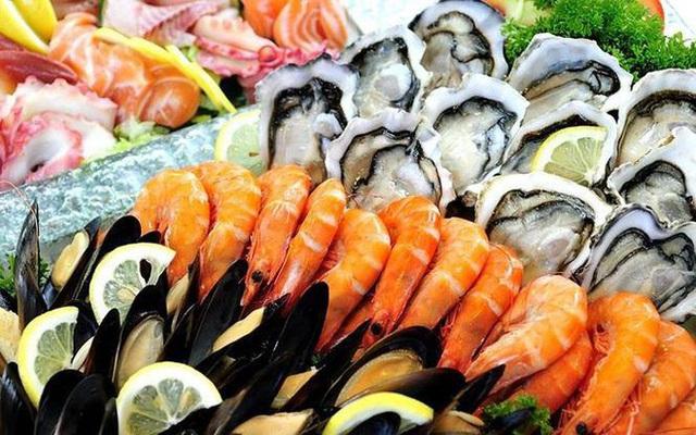 Đừng coi thường ngộ độc hải sản: Nhiều trường hợp ngộ độc phải thở máy, độc tố nấu chín không diệt nổi - Ảnh 1.