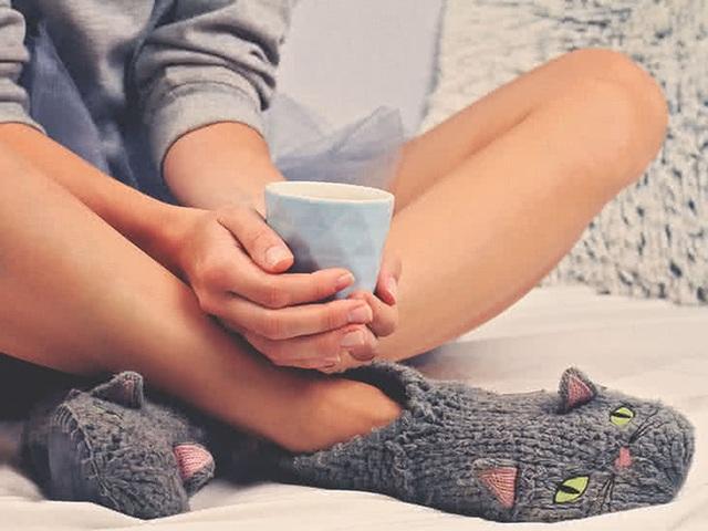 Lạnh chân là hiện tượng ai cũng lờ đi nhưng nó chính là tín hiệu cảnh báo cơ thể đang chống chọi với 5 loại bệnh này - Ảnh 2.