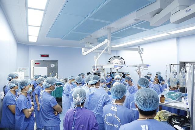 Thêm 1 kỳ tích ghép tạng: 12 bàn mổ đồng thời cứu 6 người từ mô, tạng của 1 người chết não - Ảnh 1.