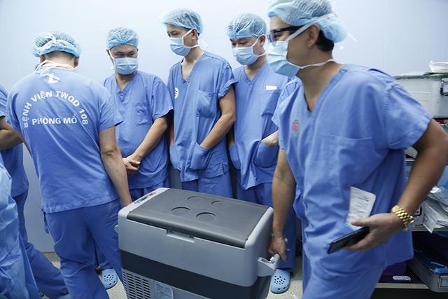 Thêm 1 kỳ tích ghép tạng: 12 bàn mổ đồng thời cứu 6 người từ mô, tạng của 1 người chết não - Ảnh 2.