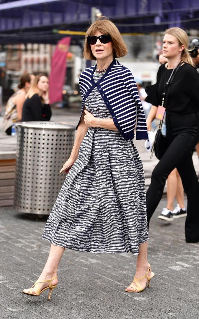 Bà hoàng Vogue: Nữ vương cai trị làng thời trang thế giới với những mật mã thép và bí ẩn phía sau mái tóc kinh điển không đổi hơn 50 năm - Ảnh 12.