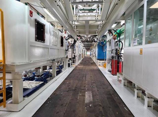 Cận cảnh robot đào hầm nặng 850 tấn của Metro Nhổn-ga Hà Nội về đến Việt Nam - Ảnh 3.
