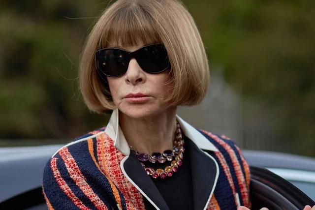 Bà hoàng Vogue: Nữ vương cai trị làng thời trang thế giới với những mật mã thép và bí ẩn phía sau mái tóc kinh điển không đổi hơn 50 năm - Ảnh 5.