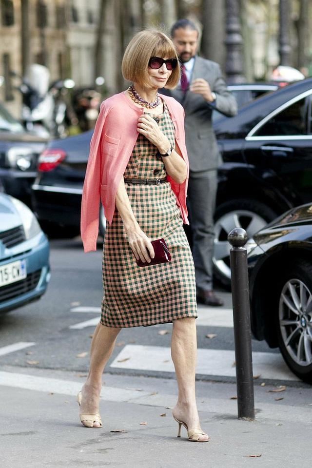 Bà hoàng Vogue: Nữ vương cai trị làng thời trang thế giới với những mật mã thép và bí ẩn phía sau mái tóc kinh điển không đổi hơn 50 năm - Ảnh 8.