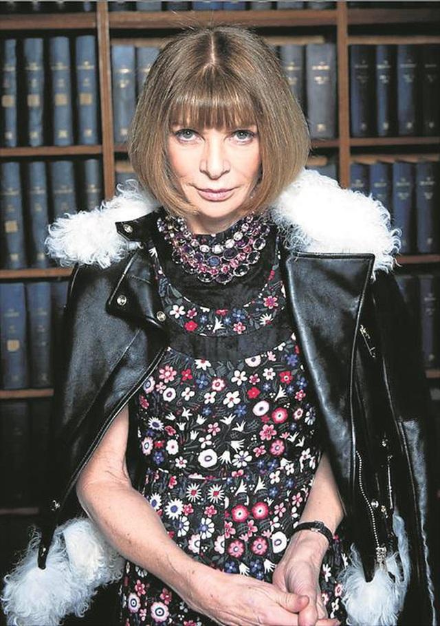 Bà hoàng Vogue: Nữ vương cai trị làng thời trang thế giới với những mật mã thép và bí ẩn phía sau mái tóc kinh điển không đổi hơn 50 năm - Ảnh 9.