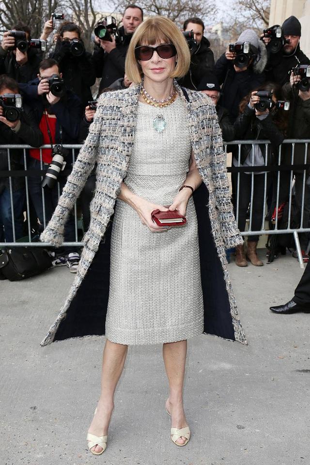 Bà hoàng Vogue: Nữ vương cai trị làng thời trang thế giới với những mật mã thép và bí ẩn phía sau mái tóc kinh điển không đổi hơn 50 năm - Ảnh 10.