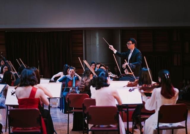 Âm nhạc giao hưởng: Khi người trẻ nghe lại những giai điệu tuổi thơ trong khán phòng nhà hát  - Ảnh 2.