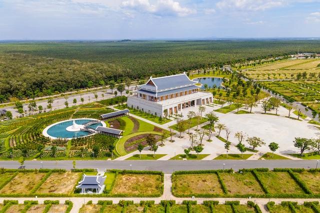 Cận cảnh hoa viên nghĩa trang hơn 2.000 tỷ đồng, có cảnh quan đẹp bậc nhất Việt Nam - Ảnh 1.