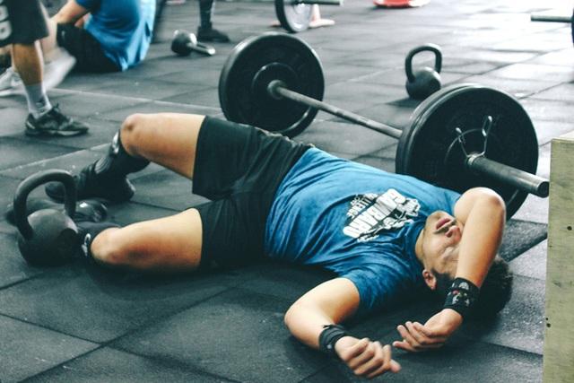 Đột quỵ trong khi tập thể dục: Chuyên gia tim mạch đầu ngành cảnh báo những người có nguy cơ cao - Ảnh 1.