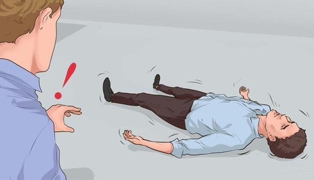 Những bước quan trọng khi sơ cứu đột quỵ: Chuyên gia cảnh báo khi nhận thấy người có dấu hiệu này hãy làm ngay để cứu sống họ! - Ảnh 2.