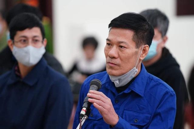 Xử vụ thổi giá máy xét nghiệm Covid-19: Có lời khai chi 15% cho Giám đốc CDC Hà Nội Nguyễn Nhật Cảm - Ảnh 3.