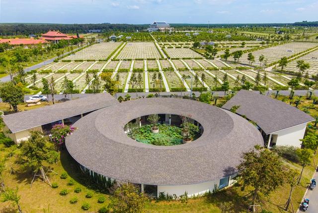 Cận cảnh hoa viên nghĩa trang hơn 2.000 tỷ đồng, có cảnh quan đẹp bậc nhất Việt Nam - Ảnh 4.