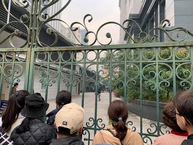 Ghi nhận bên ngoài tòa án xử ông Nguyễn Đức Chung - Ảnh 4.
