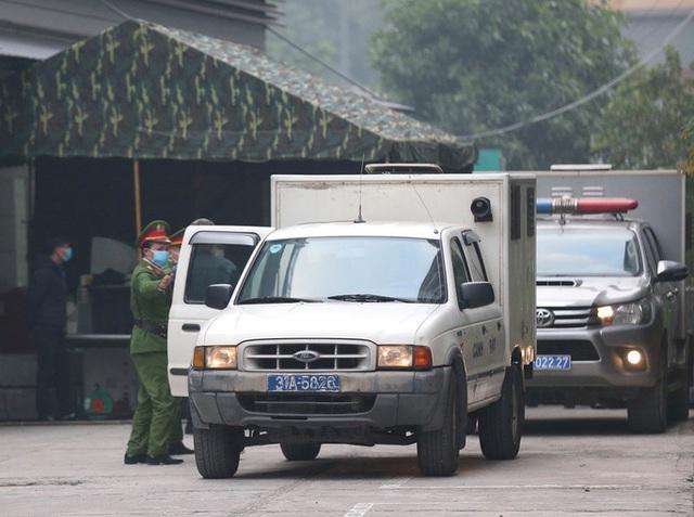 Ghi nhận bên ngoài tòa án xử ông Nguyễn Đức Chung - Ảnh 5.