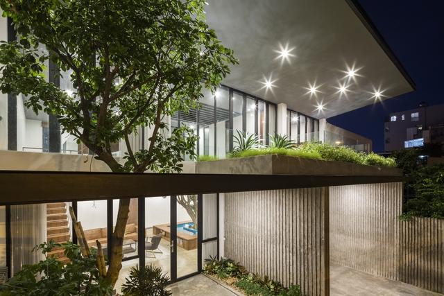 Đất rộng để làm gì: Xây một biệt thự thật to rồi trồng thật nhiều cây xanh bất chấp nắng hướng Tây - Ảnh 5.