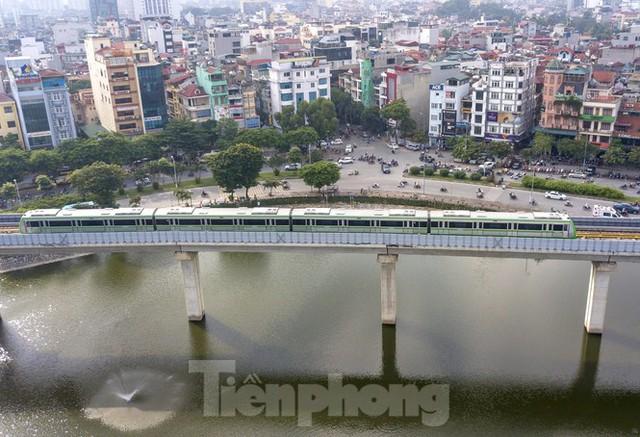 9 đoàn tàu đường sắt Cát Linh - Hà Đông đồng loạt chạy thử - Ảnh 13.
