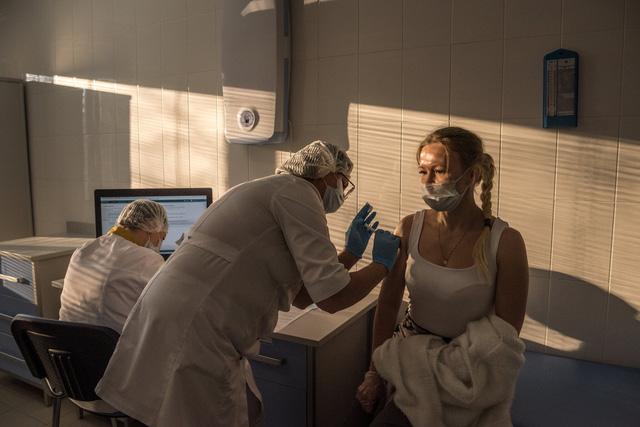 Nhìn lại năm 2020 qua 43 bức ảnh ấn tượng nhất: Một năm đầy biến động, thế giới quay cuồng trong thiên tai dịch bệnh và những mất mát không thể nào quên - Ảnh 43.