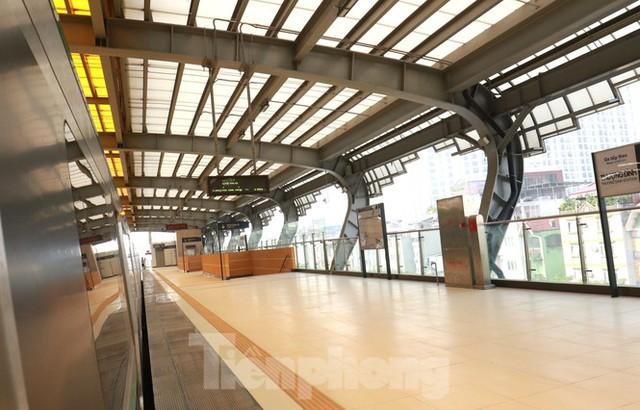 9 đoàn tàu đường sắt Cát Linh - Hà Đông đồng loạt chạy thử - Ảnh 7.