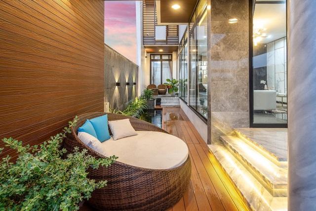 Chuyển về Đà Nẵng sống, chồng mua mảnh đất 180m2 và xây tặng vợ ngôi nhà đẹp như resort - Ảnh 17.