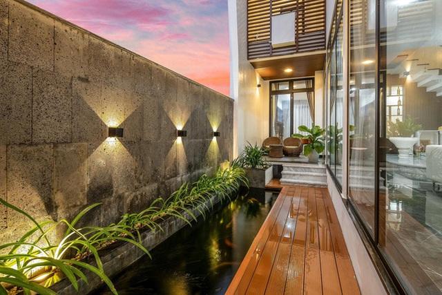 Chuyển về Đà Nẵng sống, chồng mua mảnh đất 180m2 và xây tặng vợ ngôi nhà đẹp như resort - Ảnh 18.