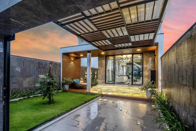 Chuyển về Đà Nẵng sống, chồng mua mảnh đất 180m2 và xây tặng vợ ngôi nhà đẹp như resort - Ảnh 3.