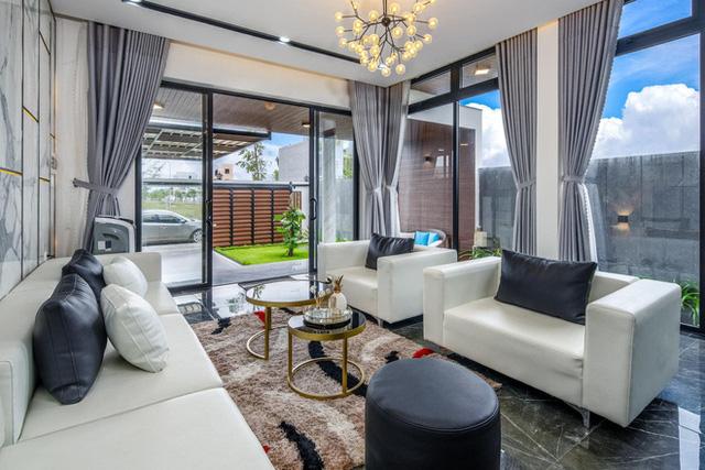 Chuyển về Đà Nẵng sống, chồng mua mảnh đất 180m2 và xây tặng vợ ngôi nhà đẹp như resort - Ảnh 4.
