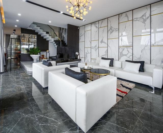 Chuyển về Đà Nẵng sống, chồng mua mảnh đất 180m2 và xây tặng vợ ngôi nhà đẹp như resort - Ảnh 6.