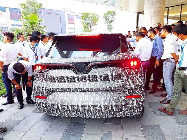 Lộ thiết kế chi tiết xe VinFast mới vừa chạy thử tại Việt Nam: SUV to ngang Honda CR-V, 2 tùy chọn động cơ xăng và điện - Ảnh 4.