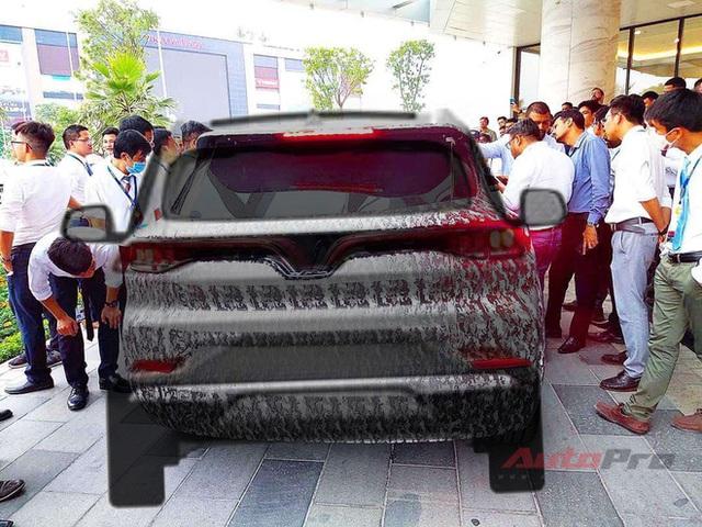Lộ thiết kế chi tiết xe VinFast mới vừa chạy thử tại Việt Nam: SUV to ngang Honda CR-V, 2 tùy chọn động cơ xăng và điện - Ảnh 5.