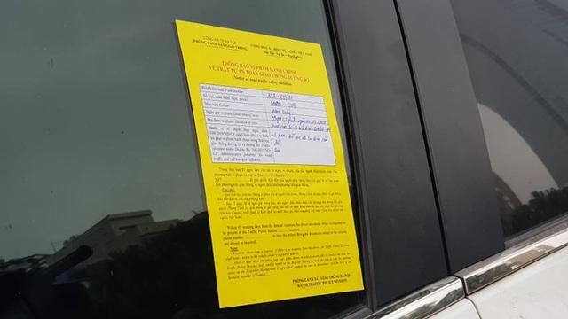 Nhiều tài xế ôtô bất ngờ trong ngày đầu cảnh sát dán thông báo phạt nguội - Ảnh 2.