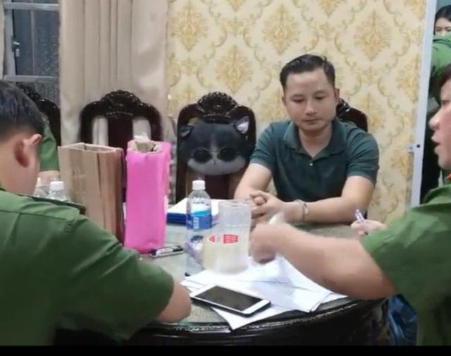 CLIP: Bắt thêm con trai đại gia Thiện Soi- chủ căn biệt thự dát vàng ở Bà Rịa- Vũng Tàu - Ảnh 2.