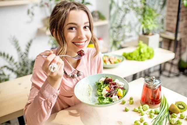 Gan rất dễ bị tổn thương do làm việc quá tải: Chuyên gia mách 4 thực phẩm bổ gan, giúp gan thải độc - Ảnh 2.