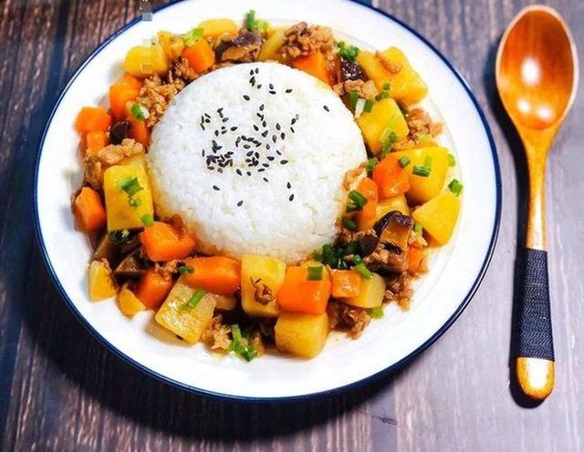 Ăn cơm với 4 nhóm thực phẩm này thực sự có thể là nguyên nhân khiến bạn ngày càng béo, mất cân bằng dinh dưỡng - Ảnh 1.