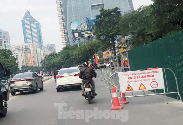 Ùn tắc khi quây lòng đường Lê Văn Lương thi công hầm chui Vành đai 3 - Ảnh 8.