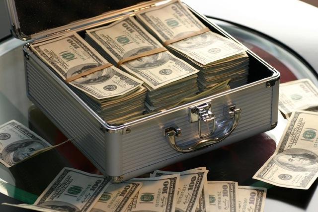 Nhiều người chăm chỉ làm việc nhưng cả đời chẳng thể đạt được giấc mơ tự do tài chính bởi 10 lí do này: Câu trả lời khiến người nghèo ngã ngửa - Ảnh 1.