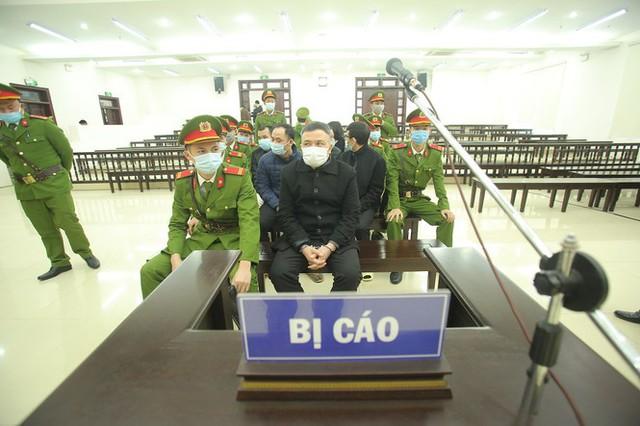 Phó giám đốc Liên Kết Việt nhận lương 2,2 tỷ đồng/tháng - Ảnh 1.