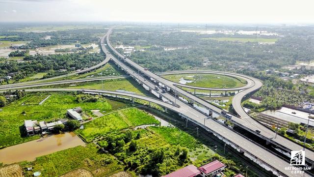 Hạ tầng khu Tây Sài Gòn hiện giờ ra sao, BĐS khu vực này được hưởng lợi gì? - Ảnh 1.