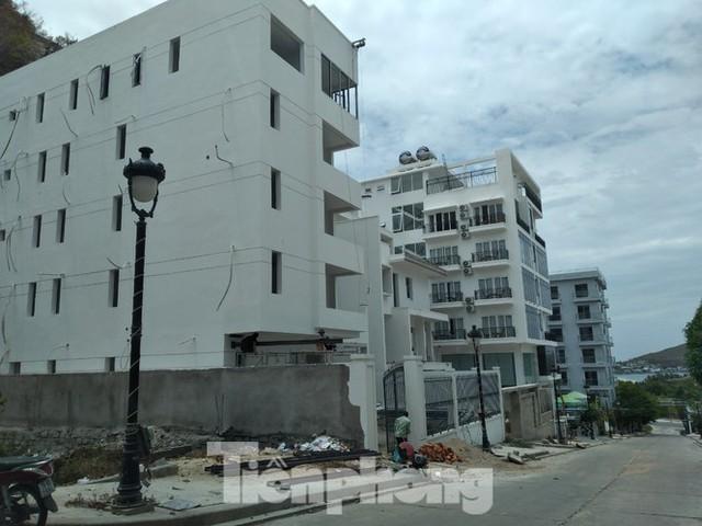 Lên phương án cưỡng chế biệt thự Ocean View Nha Trang xây vượt tầng - Ảnh 2.