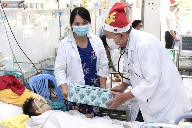 Nghẹn lòng những lá thư gửi ông già Noel ở bệnh viện nhi: Cầu mong ông ban phép màu cho con hết bệnh về với gia đình - Ảnh 11.