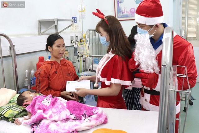 Nghẹn lòng những lá thư gửi ông già Noel ở bệnh viện nhi: Cầu mong ông ban phép màu cho con hết bệnh về với gia đình - Ảnh 16.