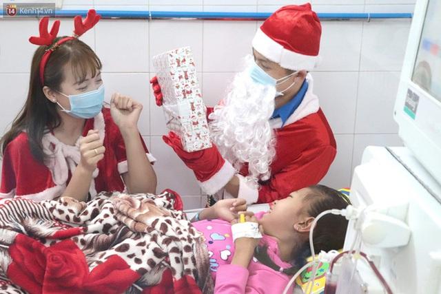 Nghẹn lòng những lá thư gửi ông già Noel ở bệnh viện nhi: Cầu mong ông ban phép màu cho con hết bệnh về với gia đình - Ảnh 10.