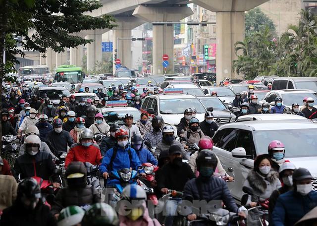 Người dân Thủ đô lại bị ám ảnh tắc đường những ngày cuối năm - Ảnh 2.
