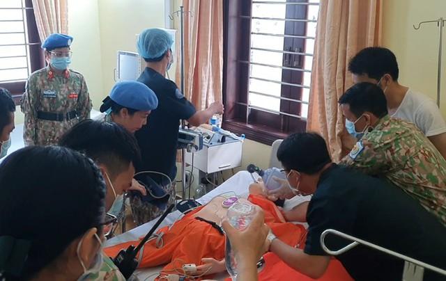 Cận cảnh bác sĩ Bệnh viện dã chiến luyện tập trước giờ lên đường đi Nam Sudan - Ảnh 3.