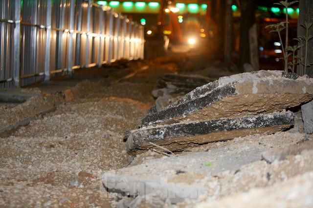 Công nhân trắng đêm thi công hầm chui- nút giao Lê Văn Lương - Ảnh 5.