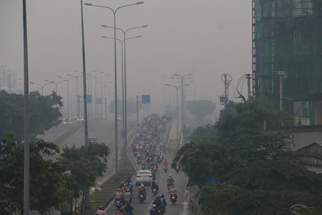 Sương mù trắng xoá ở TP HCM nhưng tia cực tím lại âm thầm gây hại  - Ảnh 6.