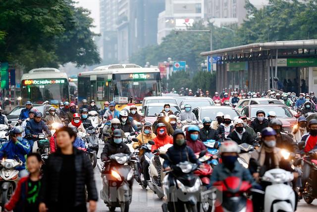 Người dân Thủ đô lại bị ám ảnh tắc đường những ngày cuối năm - Ảnh 8.