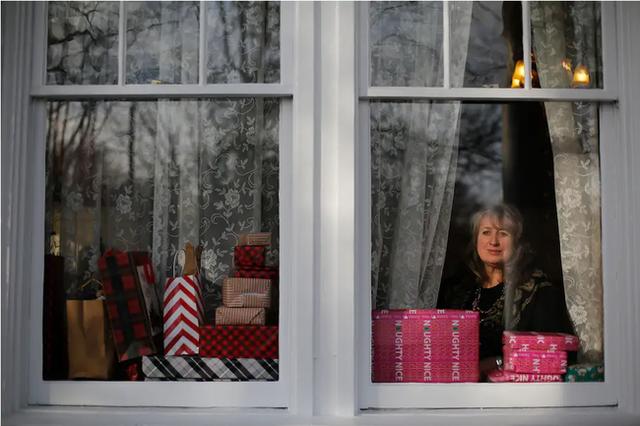 Giáng sinh 2020 đặc biệt chưa từng thấy trên toàn thế giới: Ảm đạm, dè dặt xen lẫn cô đơn và cả những nỗi buồn khó nói - Ảnh 1.